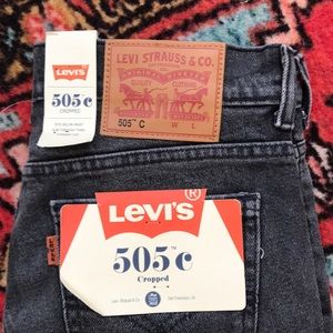 NWT Levi jeans -cropped